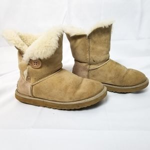 UGG Bailey Button II Boots Tan Size 8